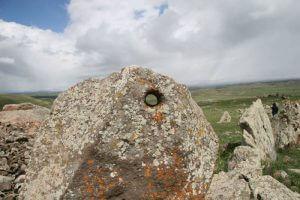 Karaundz-armensky-Stonehenge-obr.-3-300x