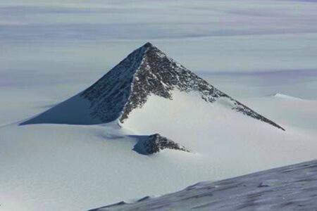 Antakrtida pyramida